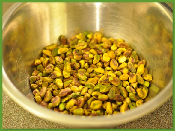 Shelled pistachios - skin on